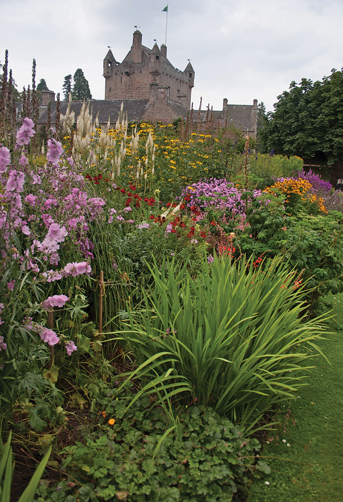 [Hình: CM-Cawdor-Castle-1.jpg]