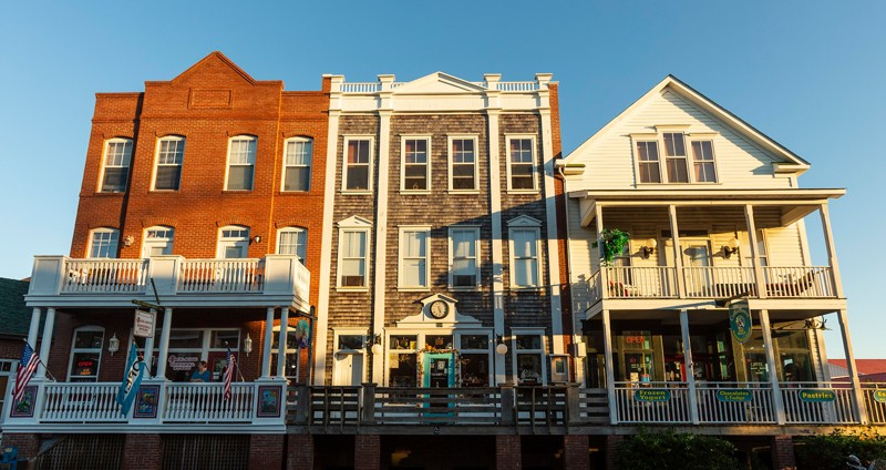 Manteo's architectural heritage is on display downtown, with more than 100 businesses and homes identified as historically significant having been restored to their original beauty. The town's pedestrian-friendly streets cater to leisurely strolls past colorful storefronts and historic homes.