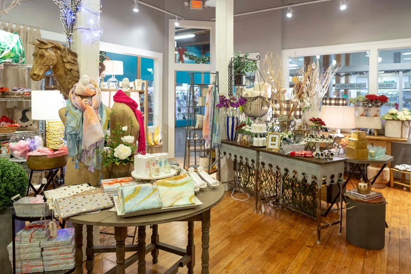 La Boutique Lane features a mix of upscale home décor and stylish gifts.