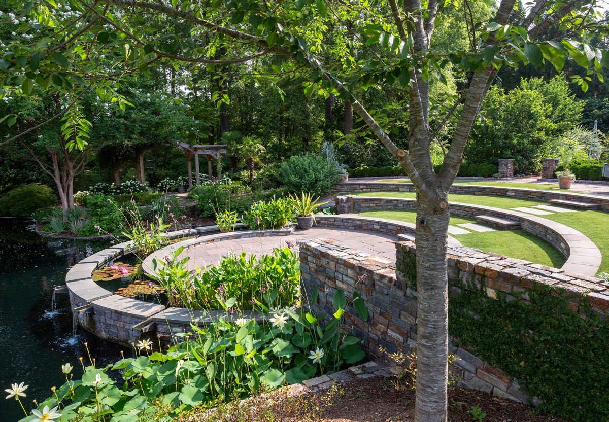 The Angle Amphitheater, surrounded by the Virtue Peace Pond and the Page-Rollins White Garden, is a popular place for children to stage shows, check out the pond and take photos.